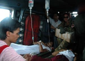 US navy provide Apportionment medical care to injured Indonesian