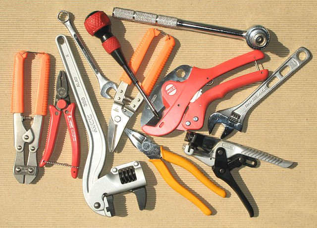 Hand tools insurance blogging on the floor